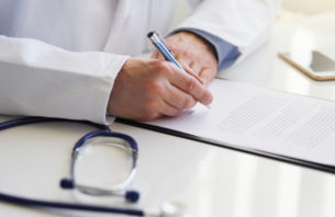 紙に書く医者