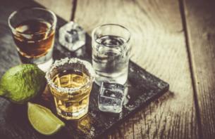 おしゃれに並ぶアルコール類